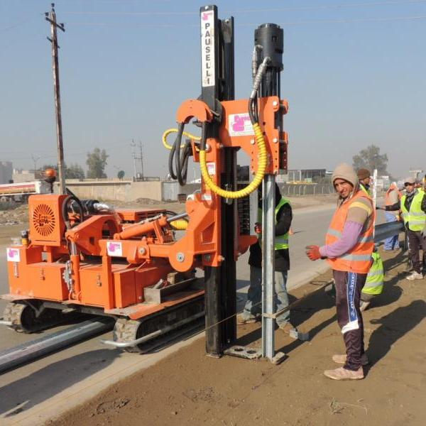 Pile driver machine Pauselli mod. 700_Safety barrier installation in Iraq
