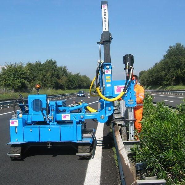 Macchina battipalo Pauselli mod. 700_Installazione guard rail in Italia