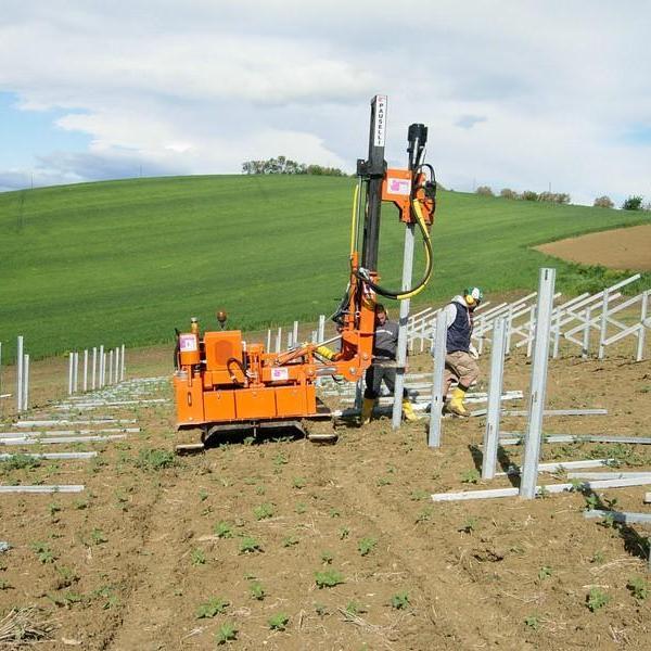 Macchina battipalo Pauselli mod. 700_Parco fotovoltaico an Ancona, Italia